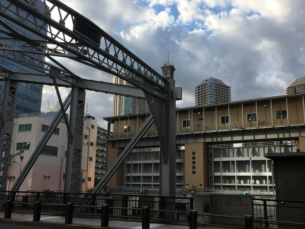 南高橋と亀島川水門