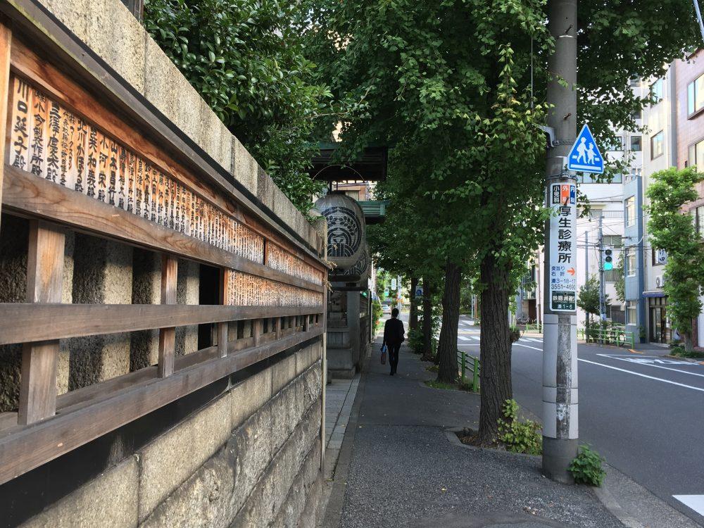 鉄砲洲稲荷前歩道